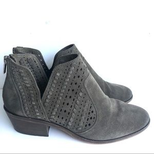 VINCE CAMUTO SUEDE CUTOUT BOOTIES ANKLE BOOTS